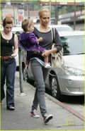 Jessica-alba-honor-warren-pair-purple-07
